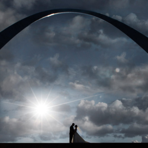Wedding couple silhouette under the St. Louis Arch