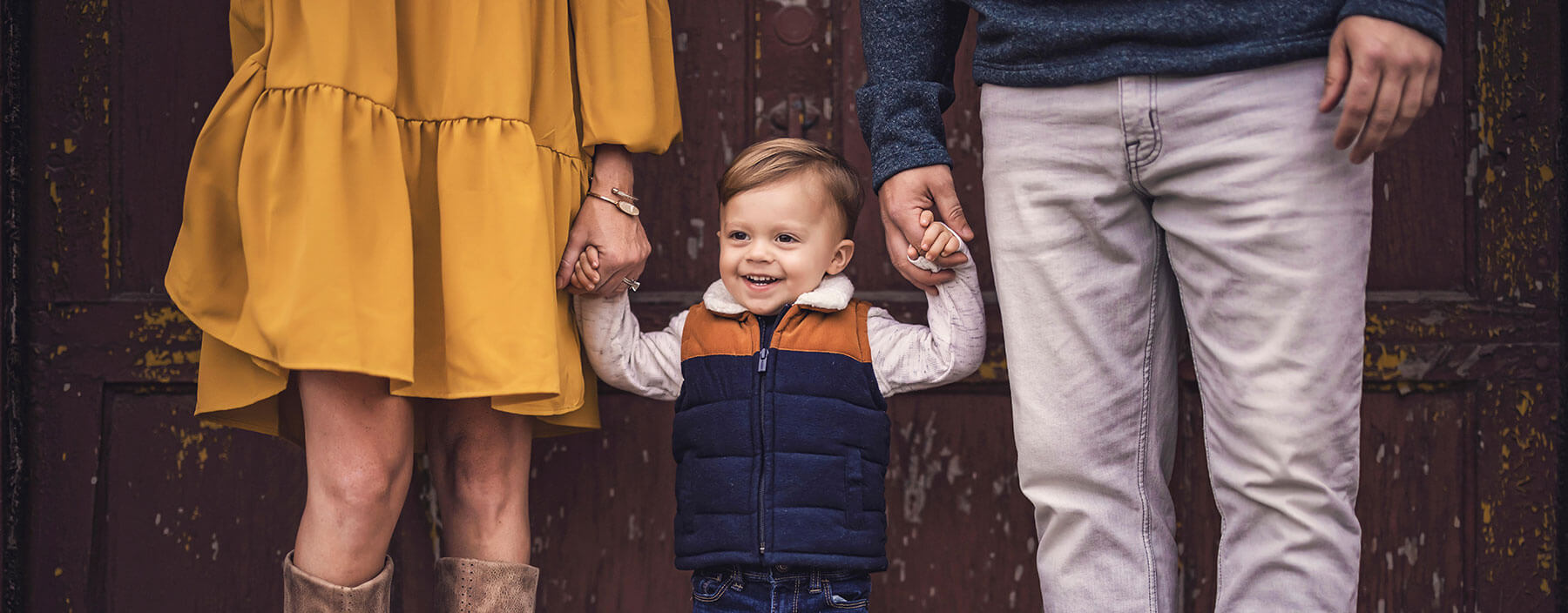 Read more about the article Top 8 Reasons Why Fall Is the Best Time for Family Photos